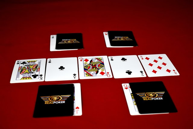 Which cards are best to play poker?