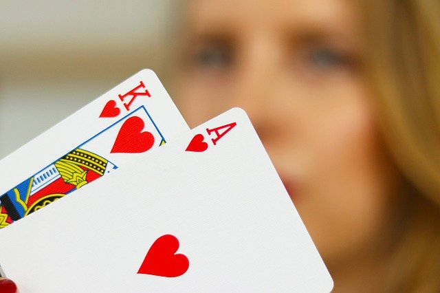 Poker Cenbanqq- Best features provided by the gambling site!